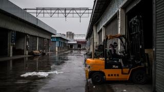 «Το εργοστάσιο του κόσμου» αντικαθιστά τους εργαζόμενους με μηχανές
