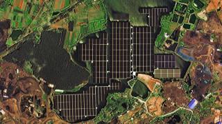 Δορυφόρος κατέγραψε τη μεγαλύτερη πλωτή ηλεκτροπαραγωγική φάρμα στον κόσμο (vid)