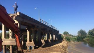 Θεσσαλονίκη: Ξεκίνησε η κατεδάφιση της παλιάς γέφυρας του Αξιού (pics)