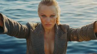 Πάμελα Άντερσον: Το ερωτικό & αυστηρά γαλλικό καλοκαίρι της στο Saint Tropez