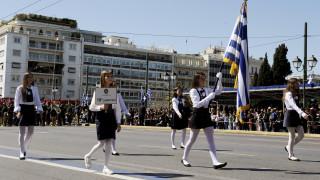 Πολιτική θύελλα για τους σημαιοφόρους με κλήρωση - Γαβρόγλου: Η σημαία δεν είναι έπαθλο