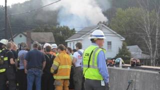 Πενσιλβάνια: Τρένο έπεσε πάνω σε κατοικία και τυλίχθηκε στις φλόγες (pics&vids)