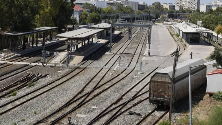 Λαμία: Εκτροχιασμός εμπορικής αμαξοστοιχίας - Κλειστή η γραμμή κοντά στον Δομοκό