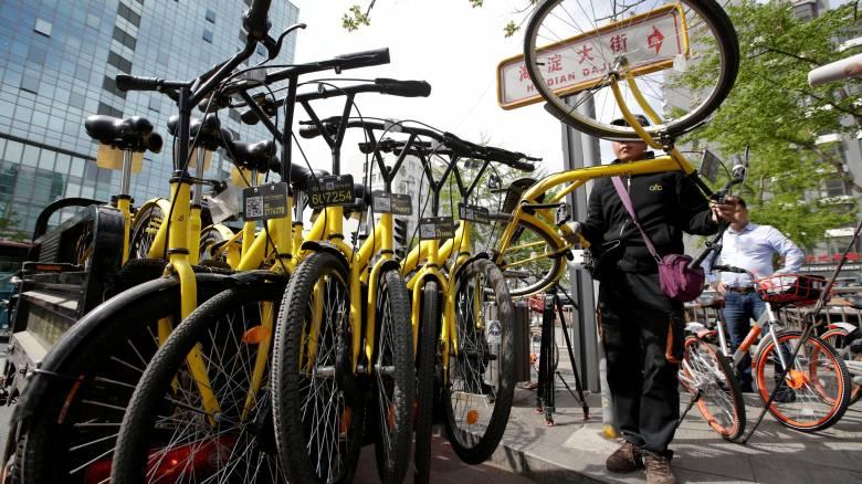 Μέτρα για να σταματήσει το χάος με τα παρκαρισμένα ποδήλατα στην Κίνα