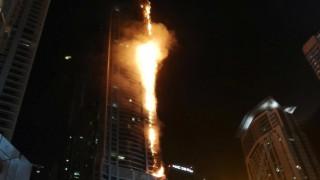 Πανικός από φωτιά σε ουρανοξύστη στο Ντουμπάι (pics&vid)