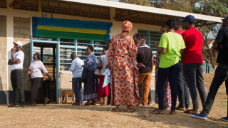 Άνοιξαν οι κάλπες στη Ρουάντα – Ποιος είναι το μεγάλο φαβορί (pics)