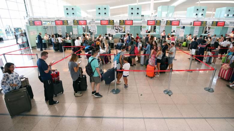 Βαρκελώνη: Ταλαιπωρία και ουρές στο αεροδρόμιο El Prat λόγω απεργίας (pics)