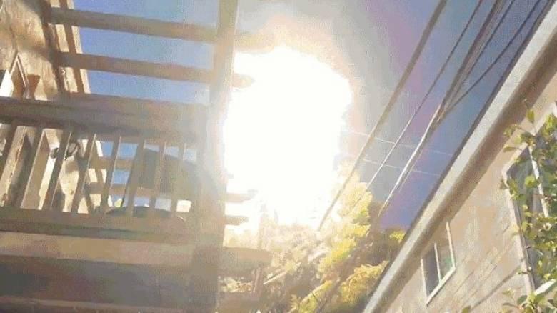 Τι μπορεί να συμβεί όταν ένα μπαλόνι μπλέξει σε γραμμές υψηλής τάσης ρεύματος (Vid)