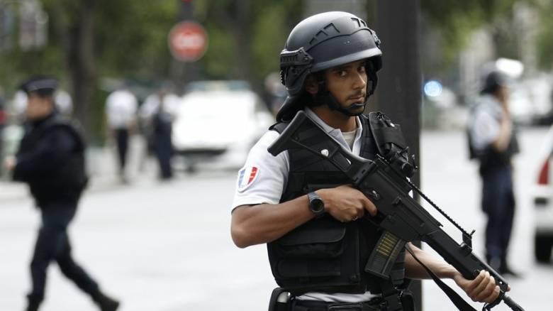 Παρίσι: Και η αντιτρομοκρατική στις έρευνες για το περιστατικό με το μαχαίρι στον Πύργο του Άιφελ