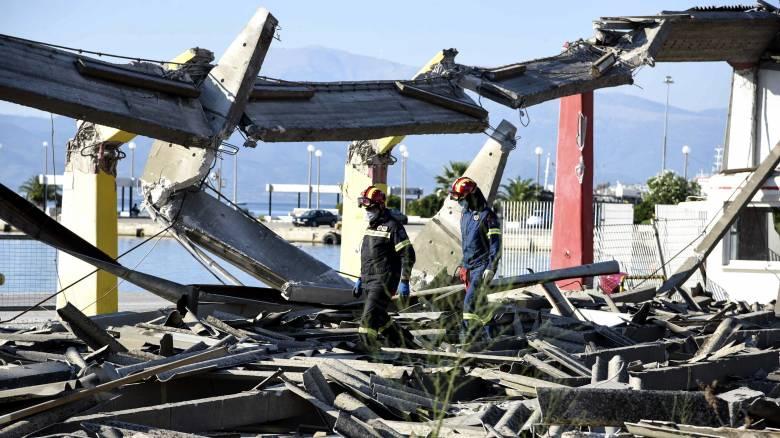 Πάτρα: Μετρήσεις του αέρα στο βόρειο λιμάνι μετά την κατάρρευση του κτιρίου