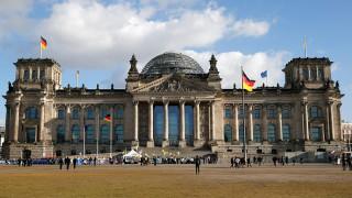 Κινέζοι τουρίστες συνελήφθησαν για ναζιστικό χαιρετισμό έξω από τη γερμανική βουλή