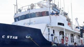 Ακινητοποιημένο το C-Star στην Τυνησία -  Ακροδεξιοί εμποδίζουν το πέρασμα των μεταναστών
