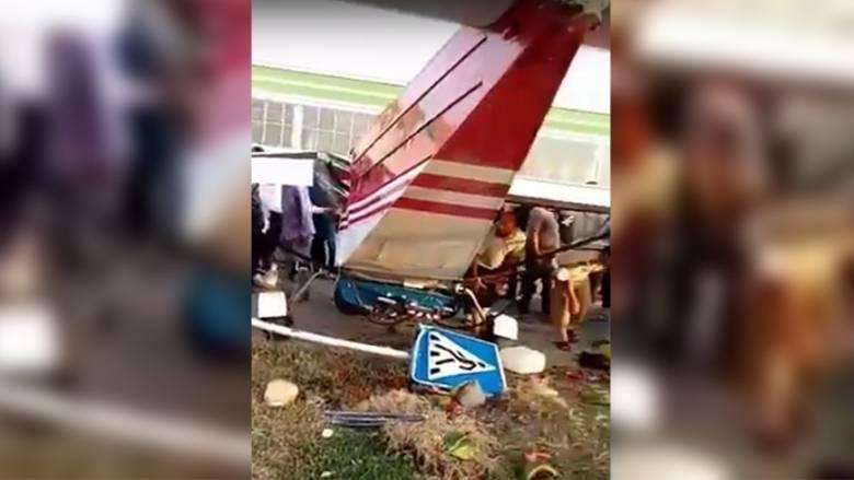 Αυτός είναι ο χειρότερος πιλότος του κόσμου: Κάρφωσε το αεροπλάνο πάνω σε βαν (vids)