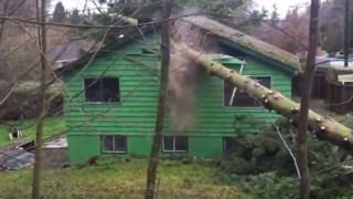Πώς ένας λάθος υπολογισμός κατέστρεψε ένα σπίτι (vid)