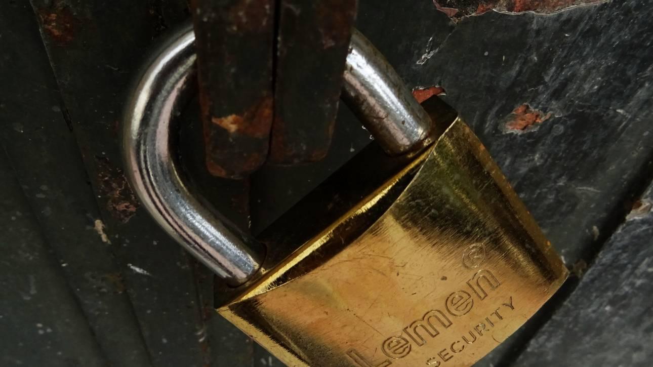 Βαριές καμπάνες σε όσους έσπαγαν τα λουκέτα της ΑΑΔΕ - Νέα πρόστιμα σε γνωστά στέκια