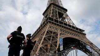 Συναγερμός στο Παρίσι: Όχημα έπεσε πάνω σε στρατιώτες