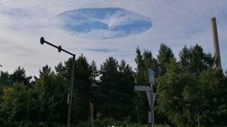Παράξενο σύννεφο-δίνη εμφανίστηκε στον ουρανό της Φινλανδίας (Pics)