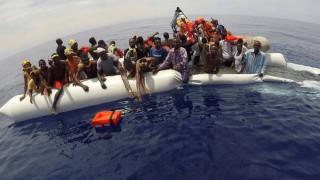 Απίστευτες εικόνες - Μετανάστες με λέμβους και τζετ σκι φτάνουν στις παραλίες της Ισπανίας (vid)