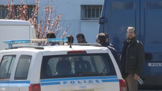 Θρίλερ στο αστυνομικό τμήμα στο Γαλάτσι - Αλλοδαπός απειλούσε να σφάξει με γυαλί το παιδί του