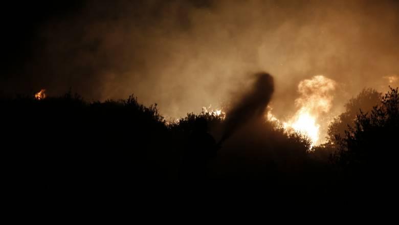Πέρασαν στην Ελλάδα οι φωτιές της Αλβανίας - Σπίτια και ναοί στο έλεος των πυρκαγιών