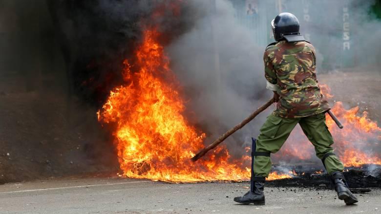 Εμπόλεμη ζώνη οι δρόμοι στην Κένυα - Σκότωσαν δύο άτομα οι αστυνομικοί (pics)