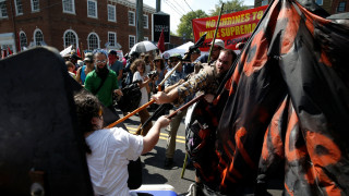 Βιρτζίνια: Άγριες συγκρούσεις μεταξύ ακροδεξιών και αντιρατσιστών (pics)