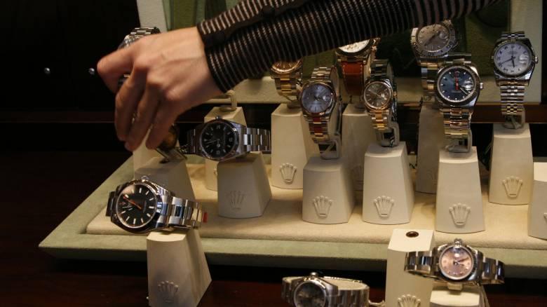 Στον εισαγγελέα οι Ιταλοί που άρπαζαν πανάκριβα ρολόγια στην Μύκονο με δόλωμα 18χρονη