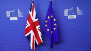 Δύο υπουργοί «υπόσχονται» ότι η Βρετανία δεν θα παραμείνει  στην ΕΕ μετά το Brexit