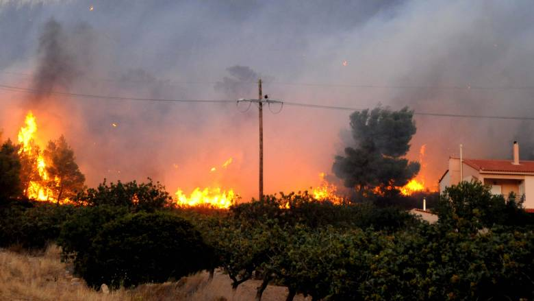 Μεγάλη φωτιά στον Κάλαμο Αττικής