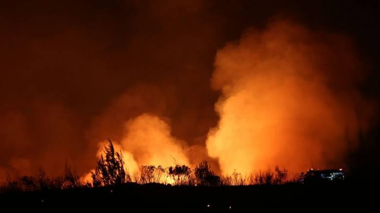 Ολονύχτιο θρίλερ με την φωτιά στον Κάλαμο – Έγιναν στάχτη πάνω από 15 σπίτια