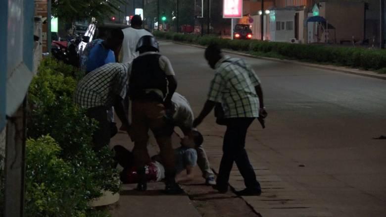 Νεκροί και τραυματίες από επίθεση σε εστιατόριο στην Μπουρκίνα Φάσο (pics)