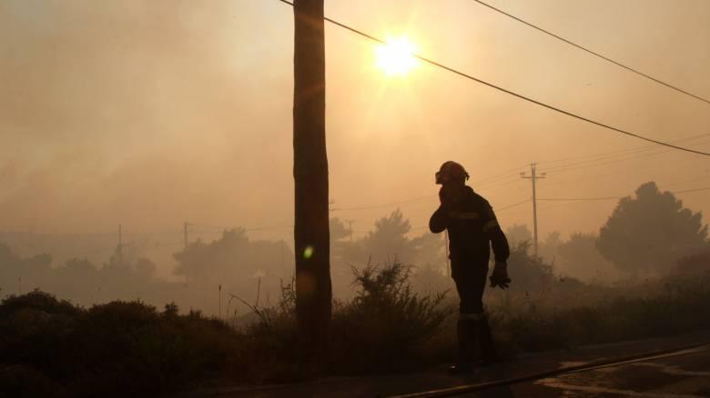 Ανεξέλεγκτη η φωτιά στον Βαρνάβα - ασφαλής ο άνδρας που αγνοείτο