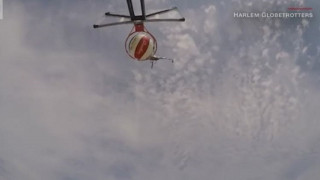 Θεαματικό ρεκόρ: Καλάθι από ελικόπτερο και ύψος 65 μέτρων!