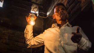 Naresh Kumar: Ο άνθρωπος που τρέφεται με ηλεκτρισμό (vid)