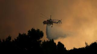 Μάχη με τις φλόγες και τις αναζωπυρώσεις σε Κάλαμο, Βαρνάβα, Καπανδρίτι