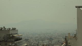 Ο καπνός από τις φωτιές «σκέπασε» την Αττική (pics)