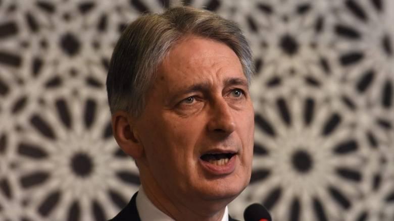 Την αποπομπή του υπουργού Οικονομικών ζητά οργάνωση που στήριξε το Brexit