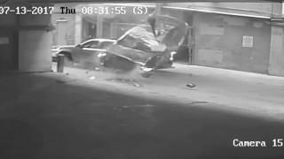 Πήγε να παρκάρει και έριξε το αυτοκίνητο της από τον 7ο όροφο (vid)