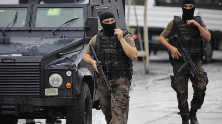 Κωνσταντινούπολη: Άνδρας ανέβηκε σε ταράτσα κτιρίου και άρχισε να πυροβολεί με καραμπίνα (vid)