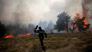 Μάχη με τις φλόγες για τρίτη ημέρα στην ανατολική Αττική