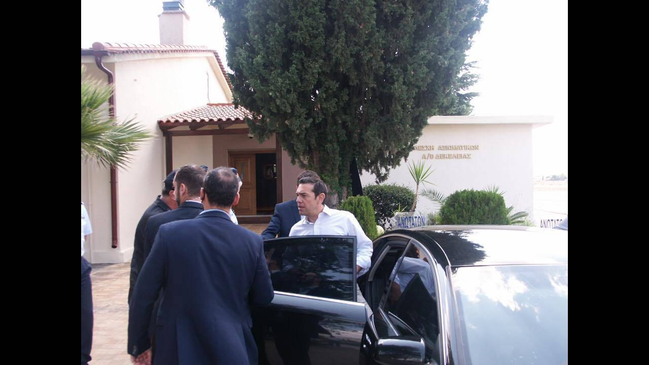 https://cdn.cnngreece.gr/media/news/2017/08/16/93454/photos/snapshot/tsipras-12.jpg