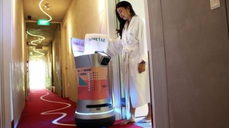 Ένα… φιλόξενο ρομπότ για το room service!