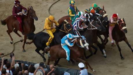 Palio di Siena: Πάθος και αίμα στις διάσημες ιπποδρομίες της Σιένα