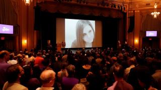 Το Σάρλοτσβιλ αποχαιρετά τη Χέδερ Χέιερ – Μήνυμα κατά της μισαλλοδοξίας από τη μητέρα της