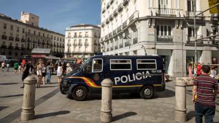 Ελληνίδα στο σημείο της επίθεσης: Κλειδωθήκαμε σε καφετέρια, ενημερωνόμασταν από το twitter