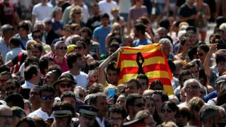 Βαρκελώνη: Και η Μπαρτσελόνα τίμησε τα θύματα με ενός λεπτού σιγή (vids)