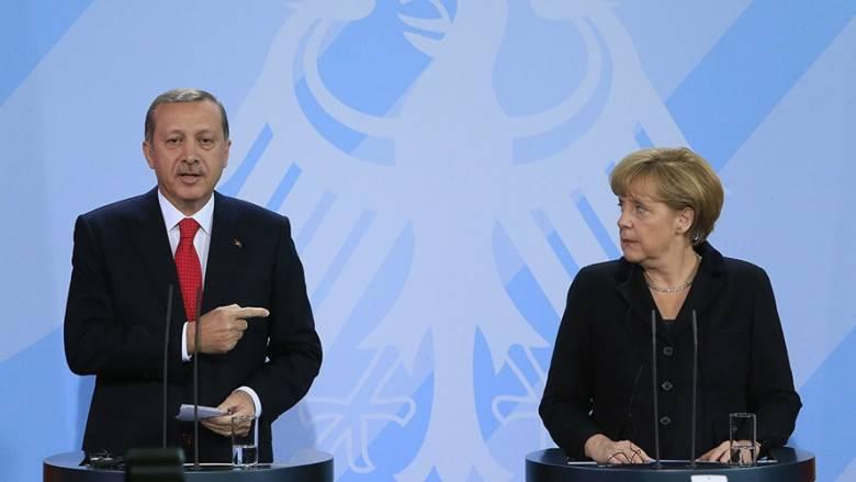 Ο Ερντογάν κάνει… αντιπολίτευση στην Μέρκελ: Καλεί τους Τούρκους να μην την ψηφίσουν