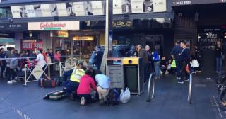 Συναγερμός στο Σίδνεϊ: Αυτοκίνητο έπεσε πάνω σε πεζούς (pic)