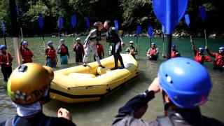 Ένας γάμος αλλιώτικος από άλλους: Μέσα σε ποτάμι κάνοντας… ράφτινγκ