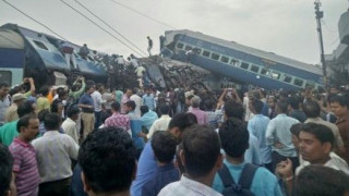 Εκτροχιασμός αμαξοστοιχίας στην Ινδία: Τουλάχιστον 10 νεκροί - Δεκάδες οι τραυματίες (pics)